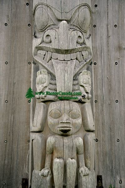 Bill Reid Totem Pole, Skidegate, Queen Charlotte Islanda, Haida Gwaii, British Columbia, Canada CM11-05