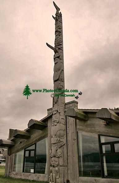 Bill Reid Totem Pole, Skidegate, Queen Charlotte Islanda, Haida Gwaii, British Columbia, Canada CM11-06