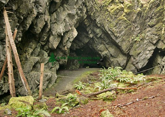 Ninstints Burial Cave, Sgang Gwaay, UNESCO World Heritage Site, Gwaii Haanas National Park Reserve, Haida Gwaii, British Columbia, Canada CM11-09