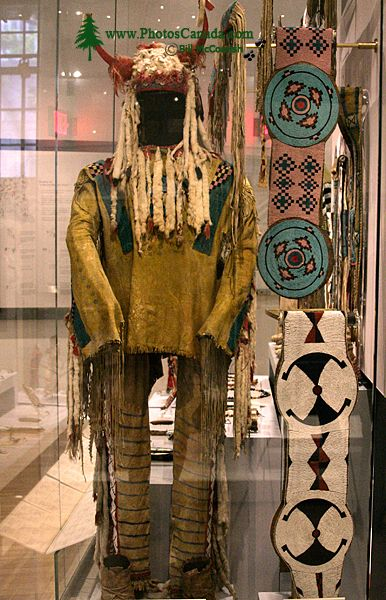 Royal Ontario Museum (ROM) First Nations Clothing, Toronto, Ontario CM11-013