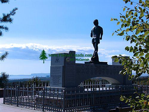 Terry Fox Monument 04